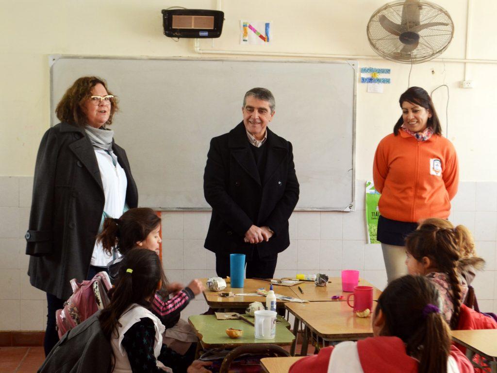 Traferri llevó equipamiento a la Escuela Roque Nosetto.