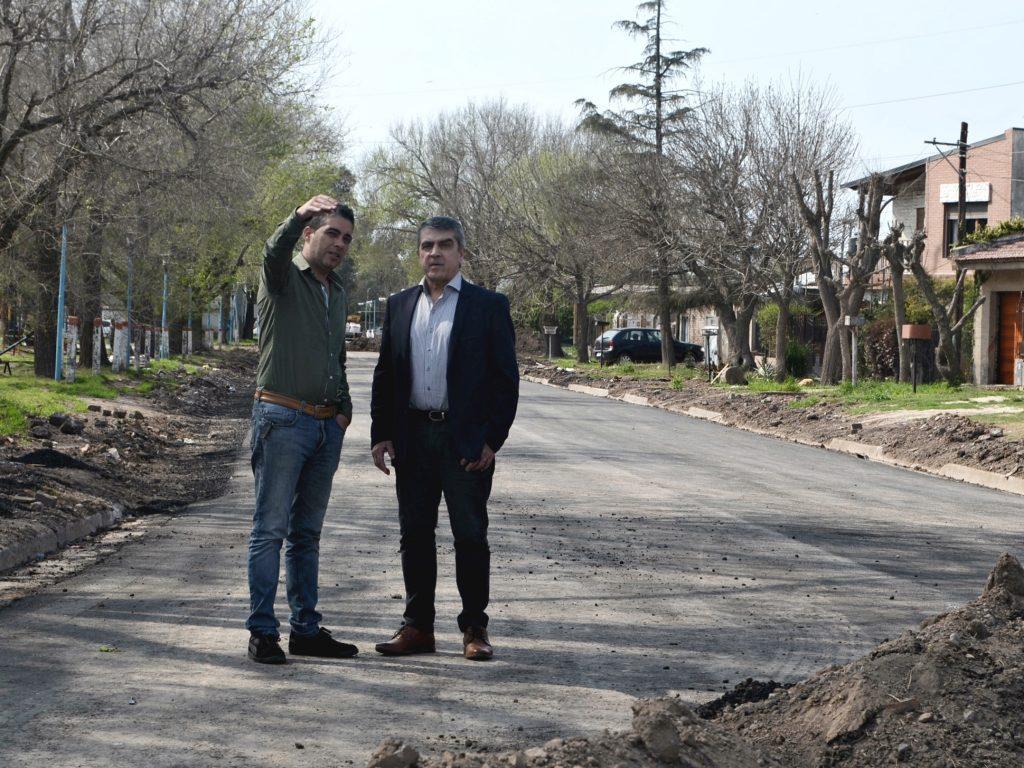 Traferri recorrió las obras de asfaltado en Fray Luis Beltrán.