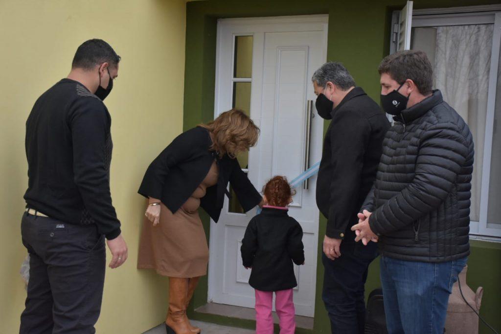 """Pirola: """"Seguimos avanzando en la concreción de viviendas en Las Colonias"""""""