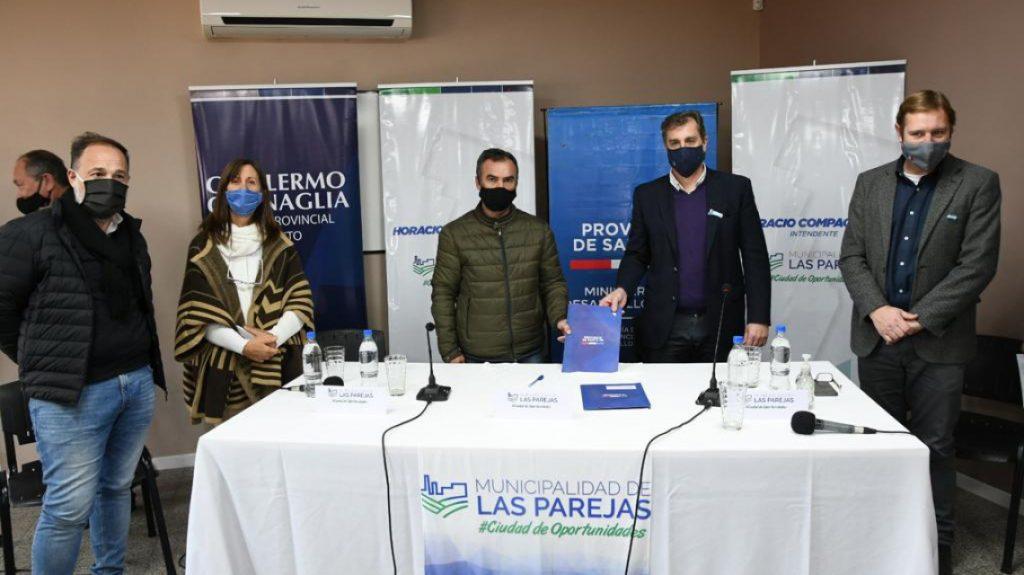 Guillermo Cornaglia en la firma de convenios con el gobierno provincial.