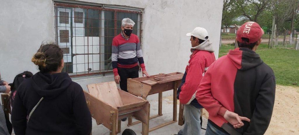 En Alejandra, el Senador Baucero entregó equipamiento a la asociación de ladrilleros