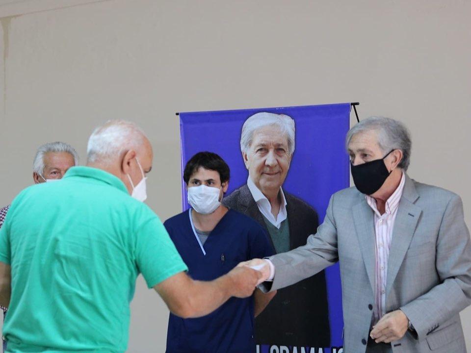 Gramajo encabezó una nueva entrega de subsidios en la ciudad de Tostado