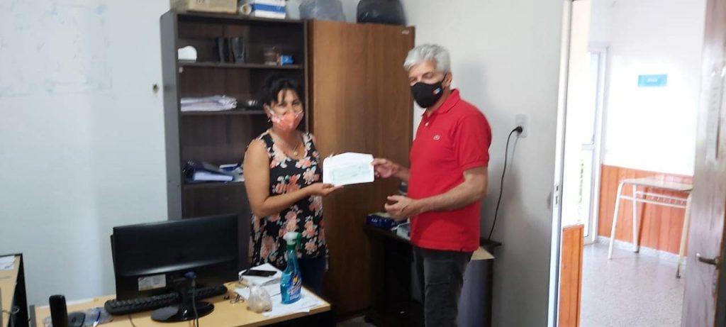 Alejandra: El Senador Baucero entregó aporte a la comuna para pagar el proyecto de cloacas.