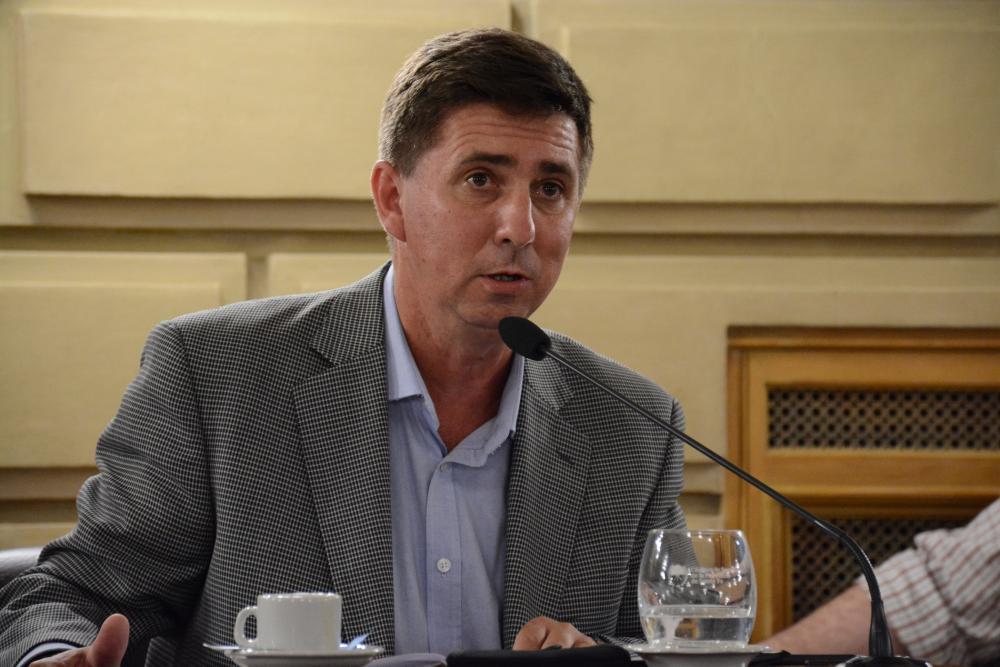 Pedido de informes, del Senador Rubén Pirola sobre campaña de vacunación al sector de salud.