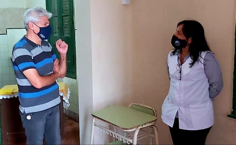 Colonia Teresa: Baucero visitó la escuela y entregó aportes.